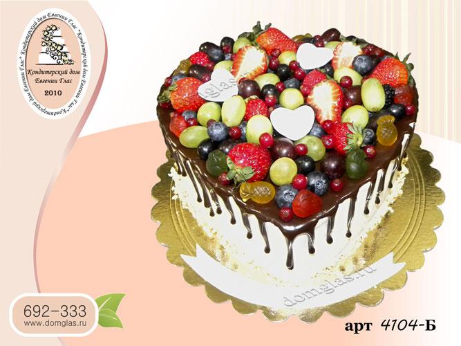 б торт сердце с ягодами и шоколадной глазурью