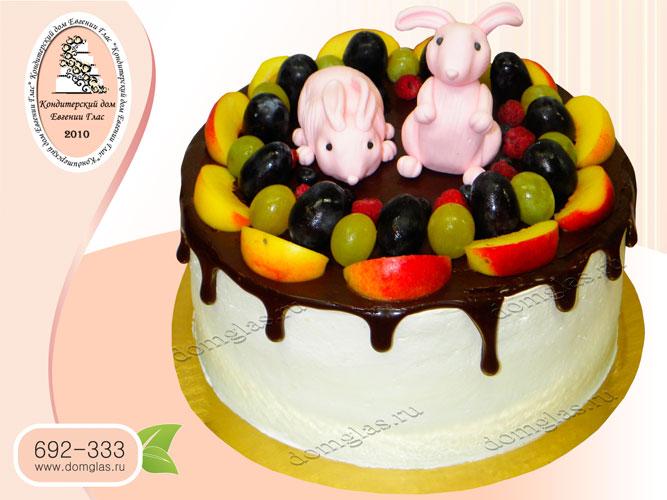 торт детский глазурный с фруктами и зайчиками