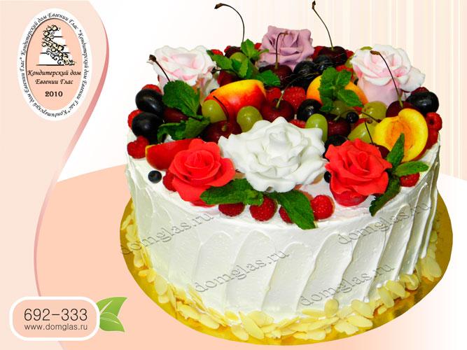 торт женский безмастичный с ягодами и розами