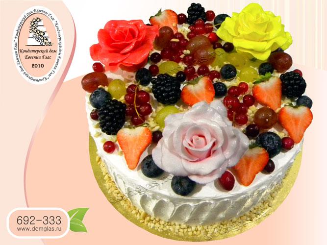 торт женский кремовый с ягодами розами