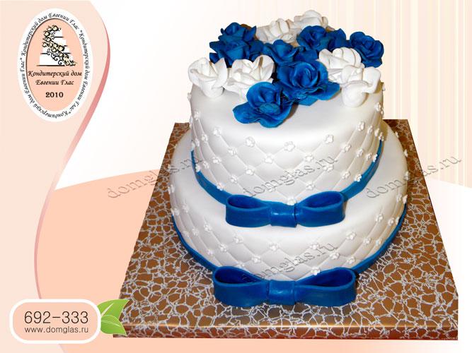 торт женский двухъярусный синие белые розы