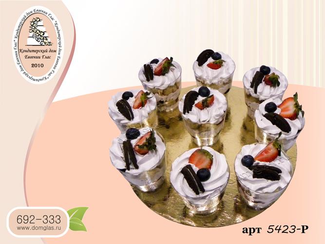 разные сладости трайфлы клубника голубика орео