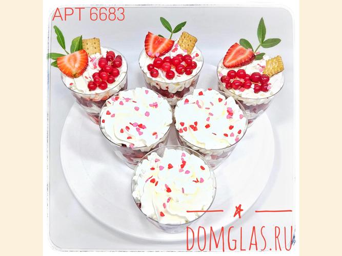разные сладости трайфлы с ягодами и посыпкой