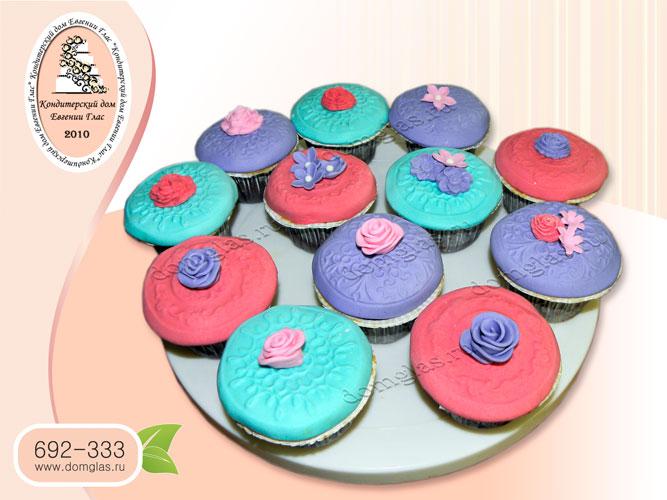 капкейки день рождения красный фиолетовы бирюзовый