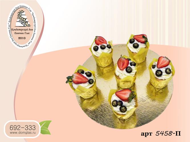 пирожные капкейки ягоды клубника голубика