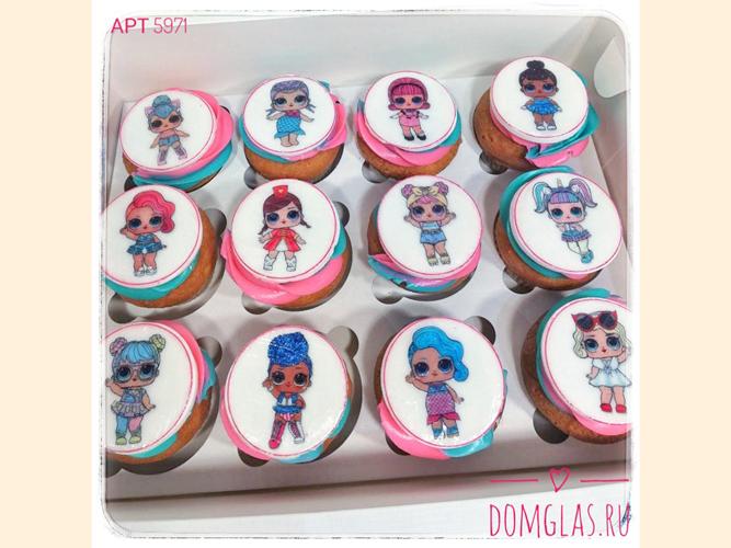 пирожные капкейки куклы LOL на белом