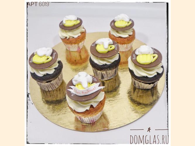 пирожные капкейки с пивными кружками