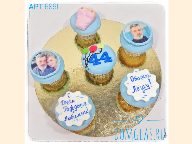 пирожные капкейки с фотопечатью и шариками
