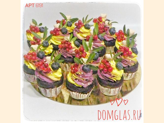пирожные капкейки с ягодами