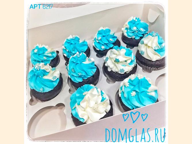 пирожные капкейки бело-голубые со снежинками