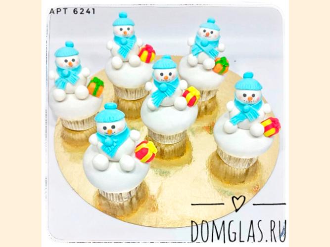 пирожные капкейки снеговики 3D в голубом