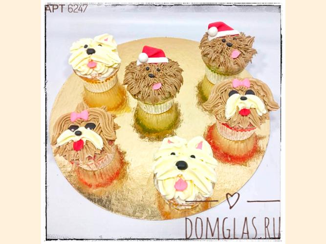 пирожные капкейки новогодние с веселыми собачками