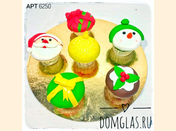 пирожные капкейки новогодние Дед Мороз и снеговик