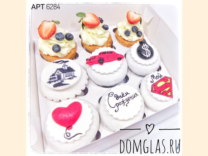 пирожные капкейки с фотопечатью и ягодами