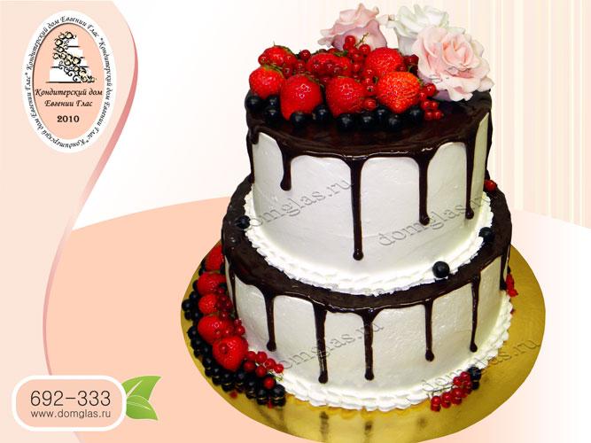 торт свадебный глазурный двухъярусный клубника