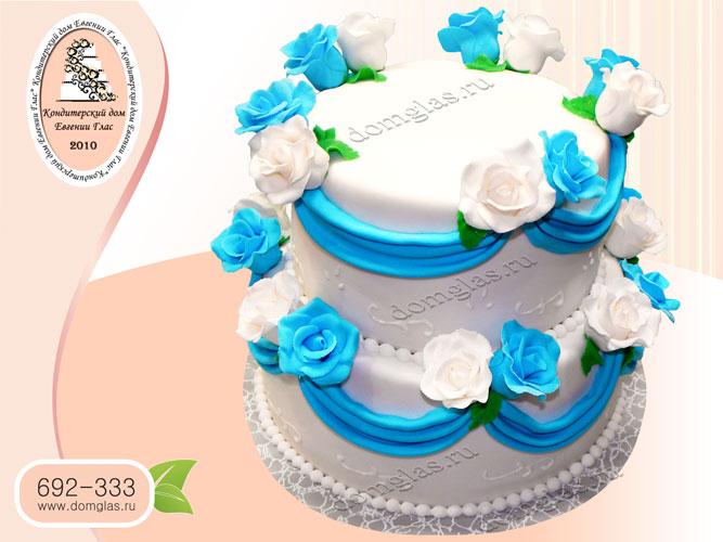 торт свадебный бело-голубые розы