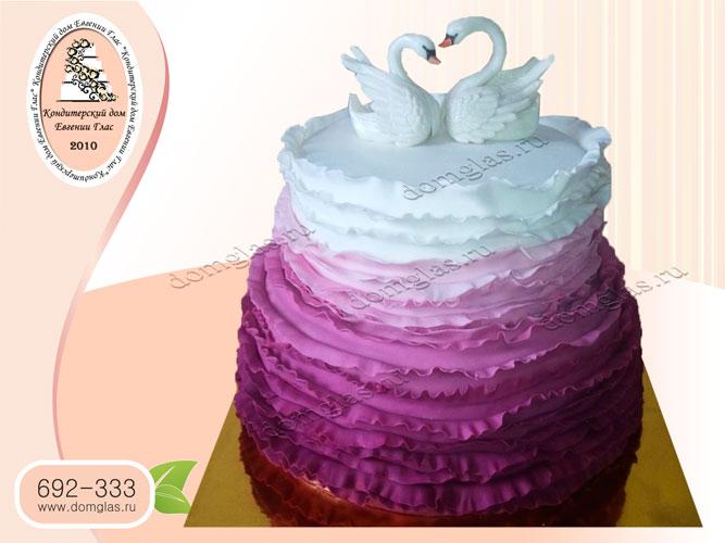 торт свадебный двухъярусный лебеди