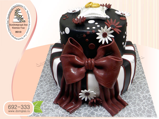 торт свадебный двухъярусный шоколадный кольца