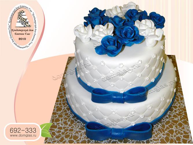 торт свадебный двухъярусный цветы синий белый