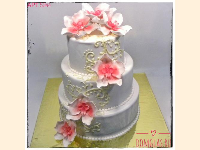 свадебный два яруса с бело-розовыми цветами