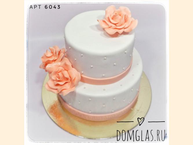свадебный двухъярусный белый с розами и бусинками