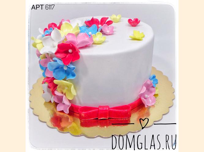 свадебный с мастичными цветами и бантиком
