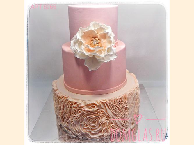 свадебный трехъярусный с цветком и оборками