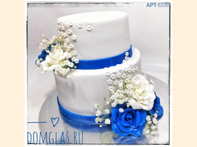 свадебный двухъярусный белый с цветами