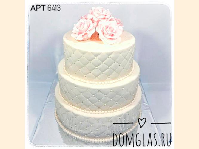 свадебный трехъярусный белый с розами сверху