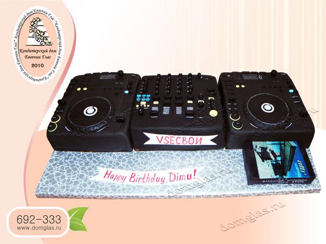 торт тематический пульт диджея пластинки