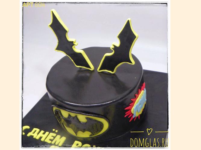 тематический для мальчика с символами Бэтмена