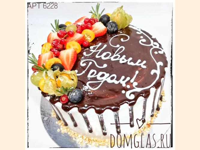 тематический с Новым Годом с шоколадом и ягодами